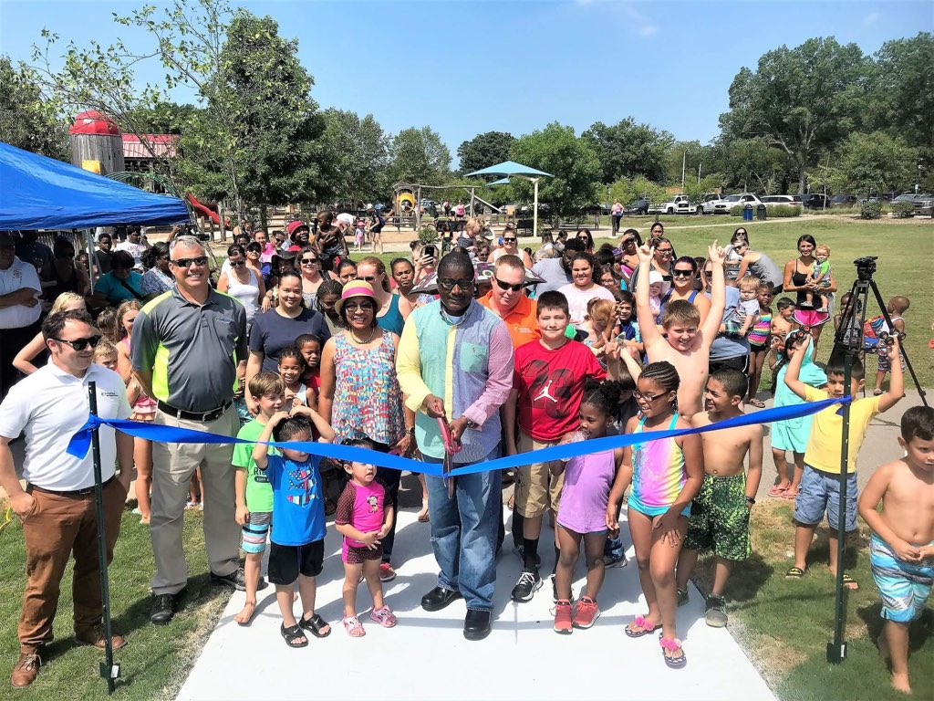 Picture of Ribbon Cutting on Grand Opening Day